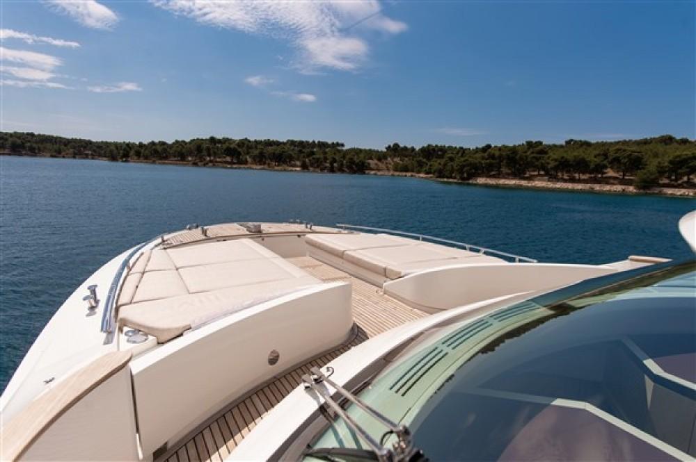 Bénéteau Monte Carlo Yacht 66 entre particuliers et professionnel à Šibenik