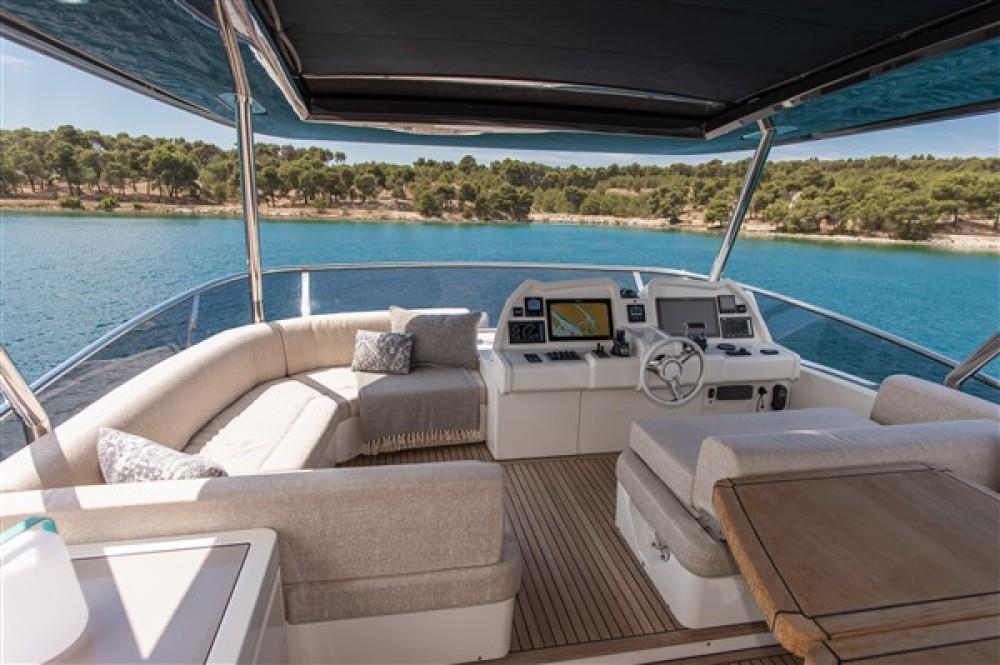 Louez un Bénéteau Monte Carlo Yacht 66 à Šibenik