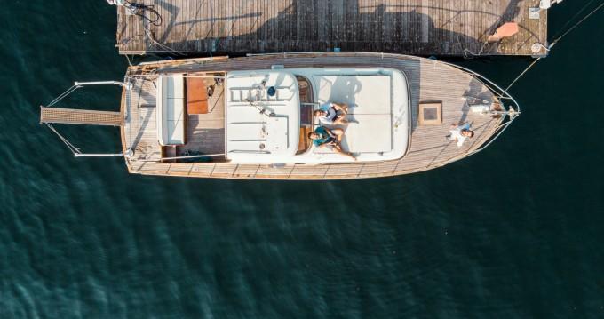Louer Bateau à moteur avec ou sans skipper Picchiotti à Como