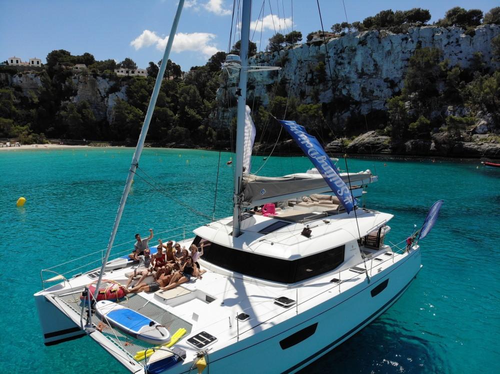Louer Catamaran avec ou sans skipper Fountaine Pajot à Victoria