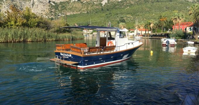 Location Bateau à moteur à Komolac - Saronic 890