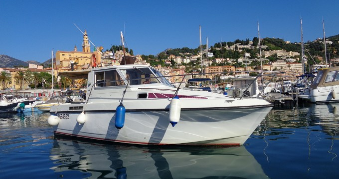 Location bateau Bénéteau Antares 800 à Menton sur Samboat