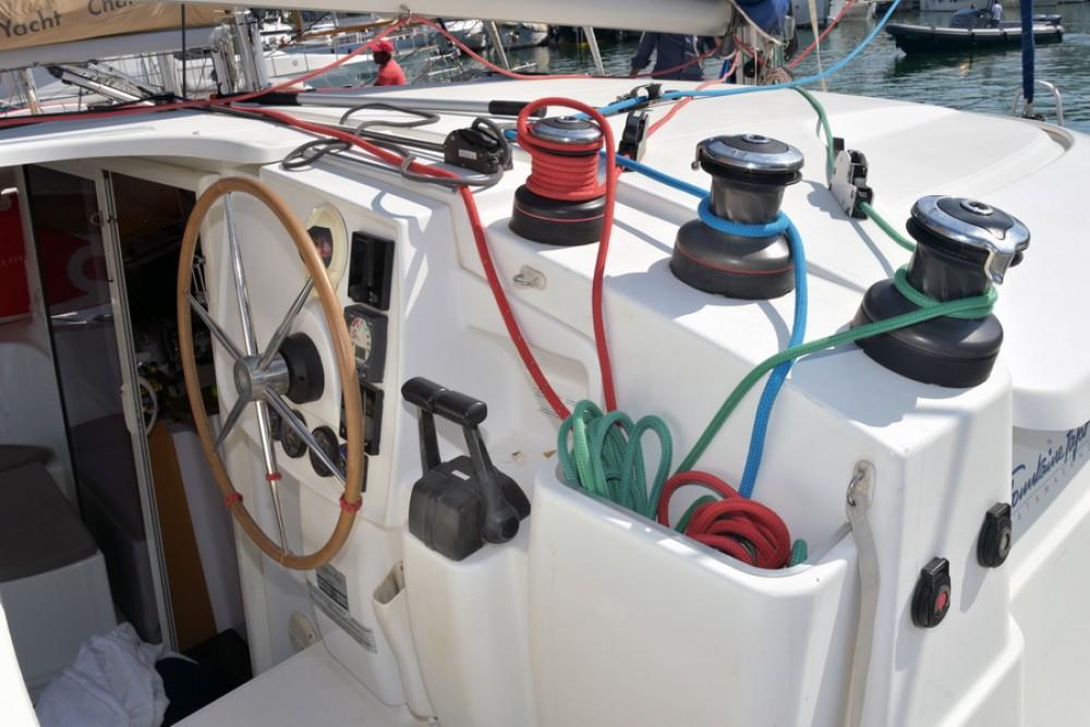 Location bateau Fountaine Pajot Lipari 41 à Laurion sur Samboat