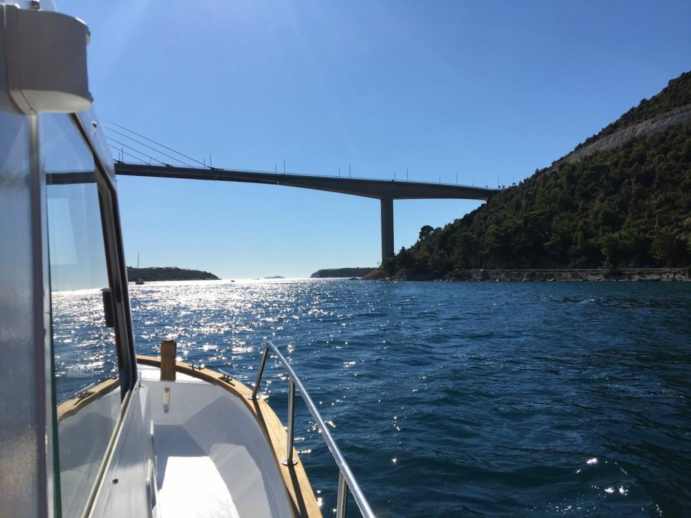 Louer Bateau à moteur avec ou sans skipper Saronic à Komolac