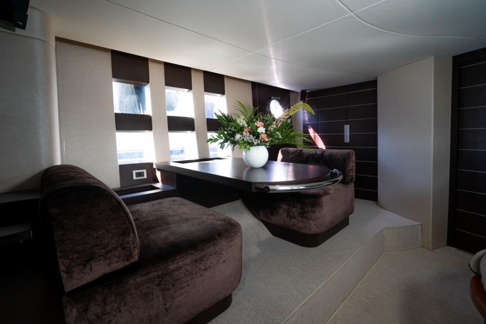 Louer Yacht avec ou sans skipper Azimut à Barcelone