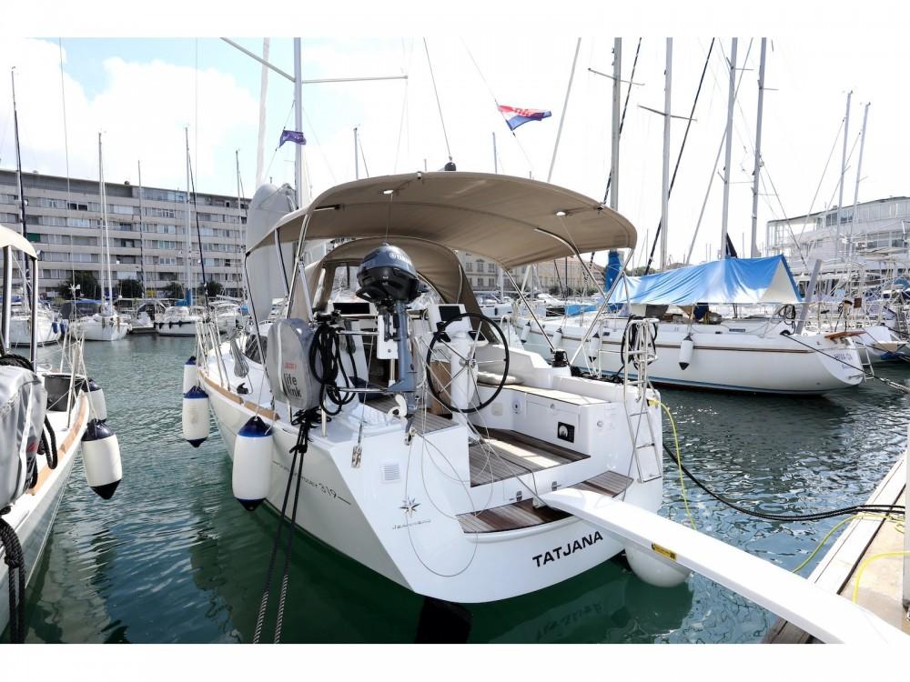 Louez un Jeanneau Sun Odyssey 319 à Pula