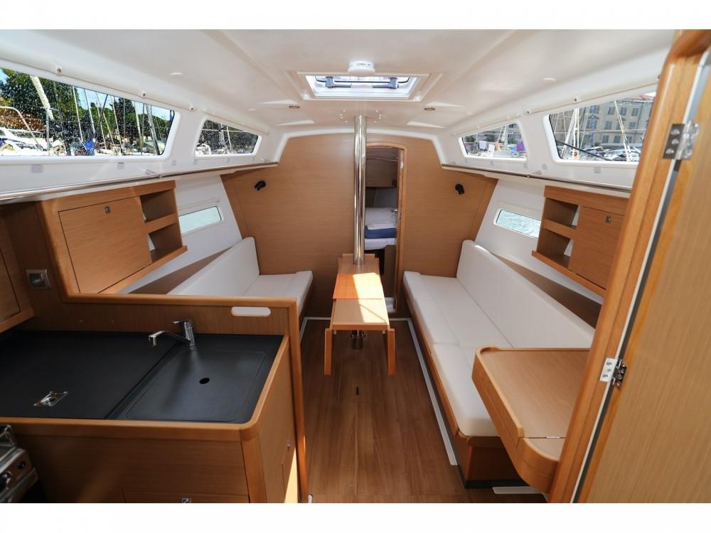 Jeanneau Sun Odyssey 319 entre particuliers et professionnel à Pula