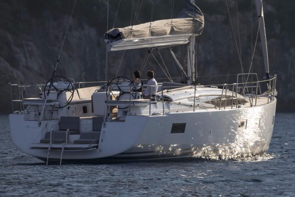Location bateau Laurion pas cher Jeanneau 54