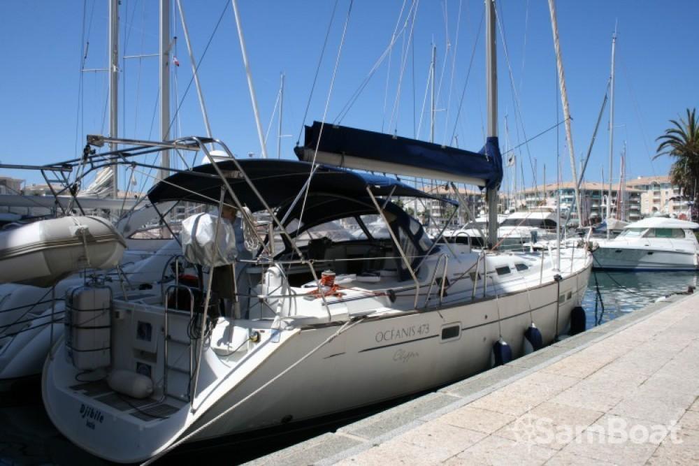 Louez un Bénéteau Oceanis 473 à Fréjus