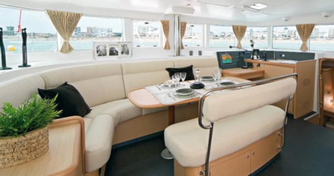 Catamaran à louer à San Vincenzo au meilleur prix