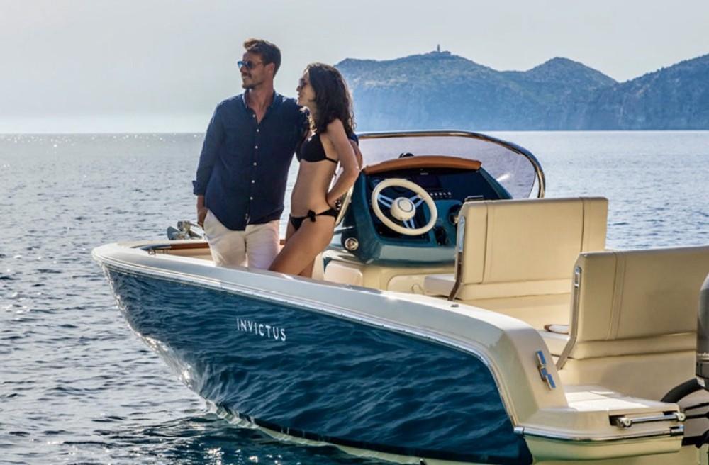 Location bateau Ormos Panagias pas cher Invictus 200 FX