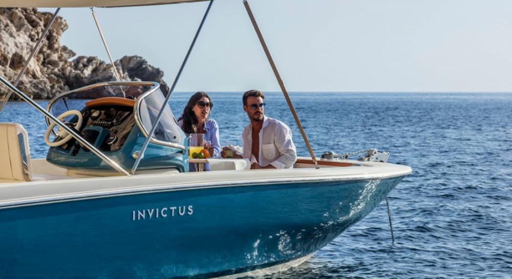 Louer Bateau à moteur avec ou sans skipper Invictus  à Ormos Panagias