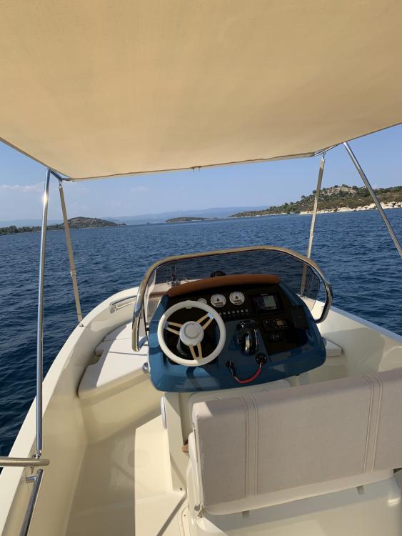 Location Bateau à moteur à Ormos Panagias - Invictus  Invictus 200 FX