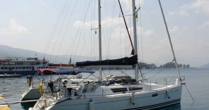 Louer Voilier avec ou sans skipper Jeanneau à Elefsína