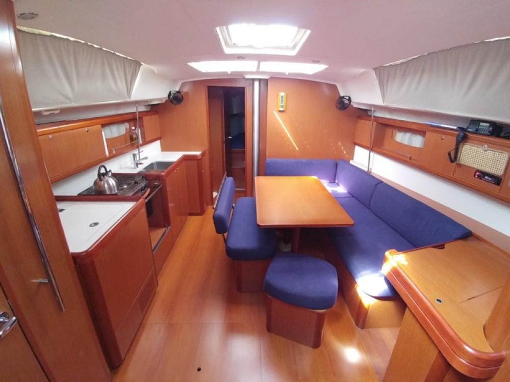 Louez un Bénéteau Oceanis 43 à Marina de Alimos
