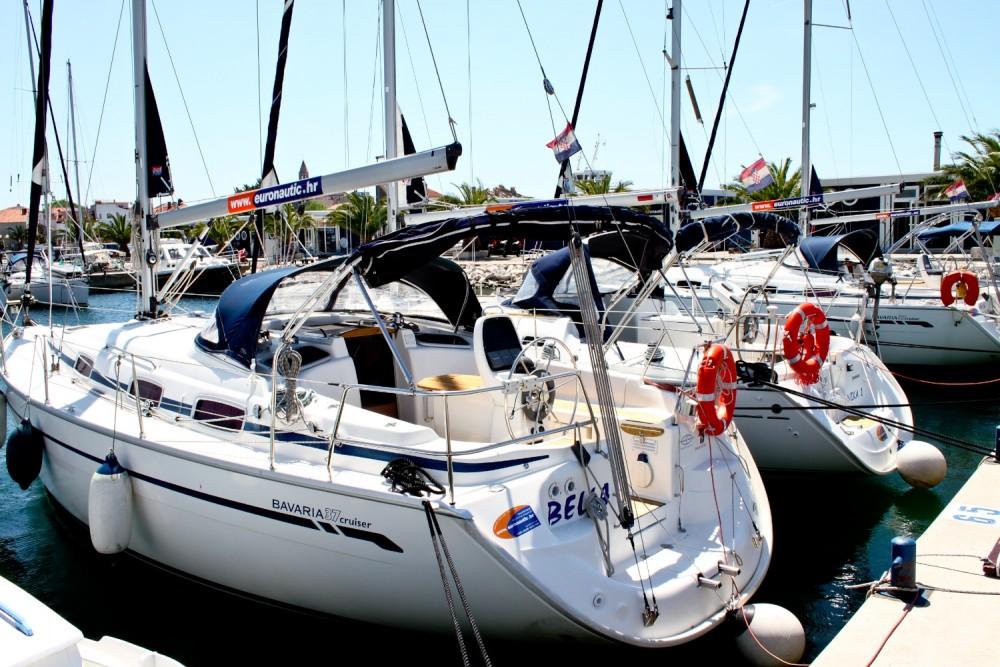 Location yacht à  - Bavaria Bavaria 37 Cruiser sur SamBoat
