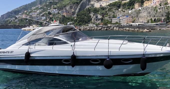 Pershing Pershing 37 entre particuliers et professionnel à Amalfi