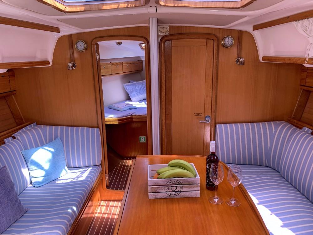Louez un Bavaria Bavaria 37 Cruiser à Leucade