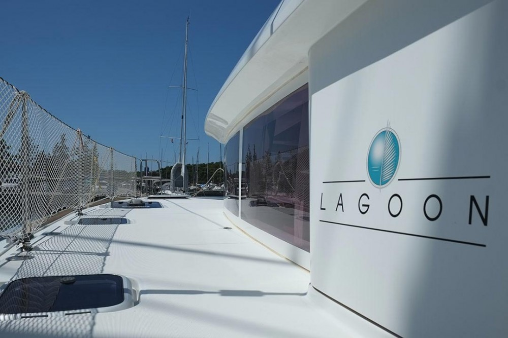 Location bateau Lagoon Lagoon 400 S2 - 4 + 2 cab. à Pula sur Samboat