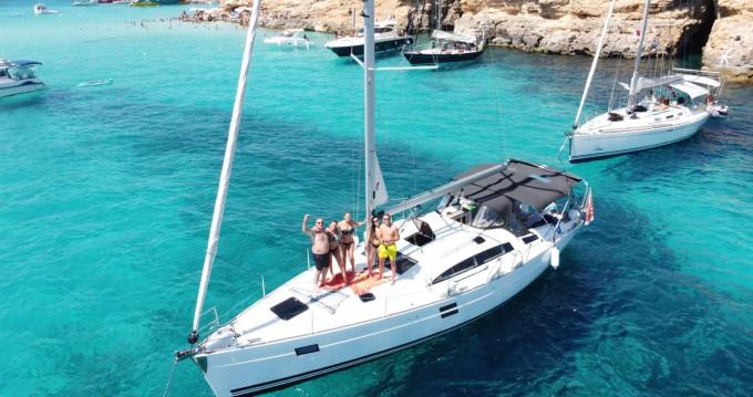 Louer Voilier avec ou sans skipper Elan à Valletta