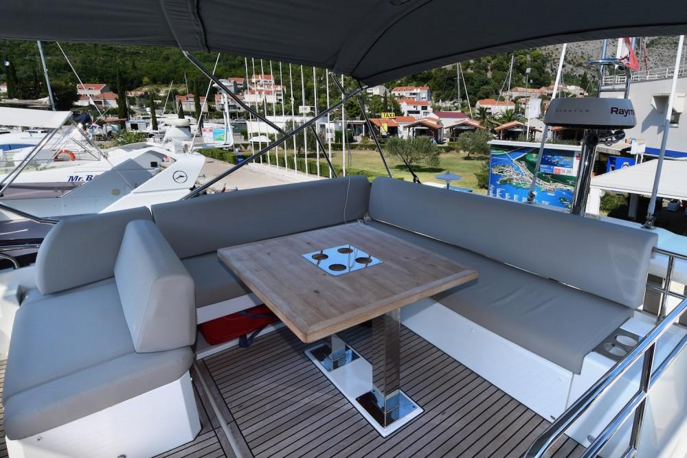 Location Yacht à Komolac - Jeanneau Prestige 590 Fly