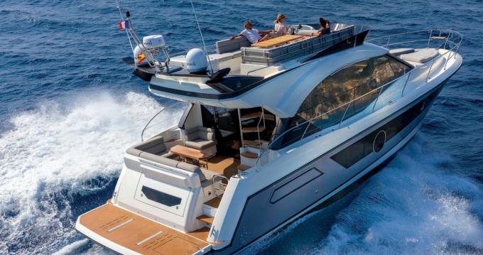 Louer Bateau à moteur avec ou sans skipper Montecarlo à Salerno