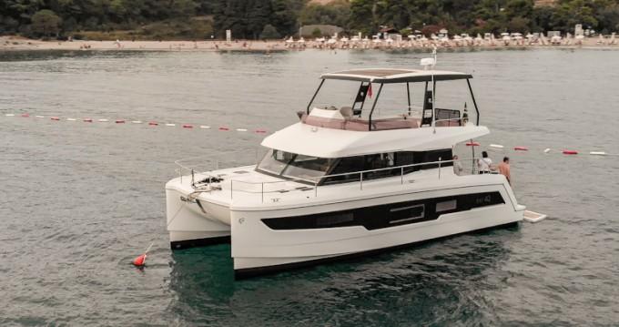 Location bateau Fountaine Pajot MY 40 à Tivat sur Samboat