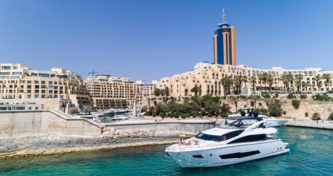Sunseeker Yacht 86 entre particuliers et professionnel à San Ġiljan