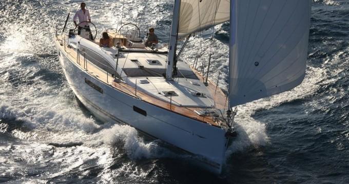 Location bateau Lávrio pas cher Jeanneau 53