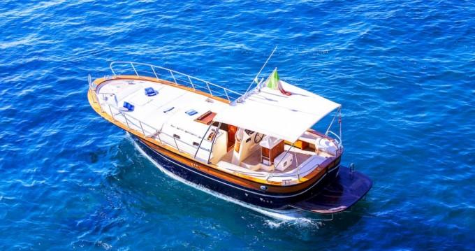 Louez un Fratelli Aprea Sorrento 32 Open Cruise à Positano