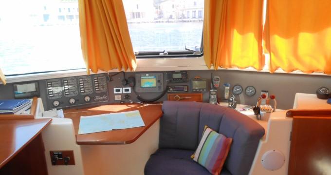 Louer Bateau à moteur avec ou sans skipper Fountaine Pajot à Fréjus