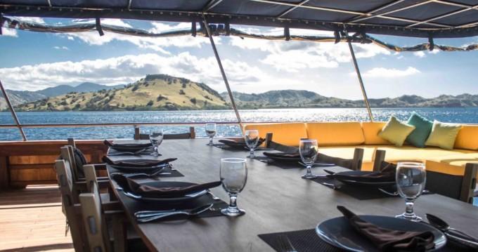 Louer Yacht avec ou sans skipper phinisi à Labuhanbajo