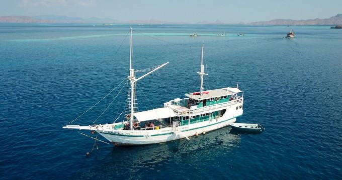 Louer Voilier avec ou sans skipper phinisi à Labuhanbajo