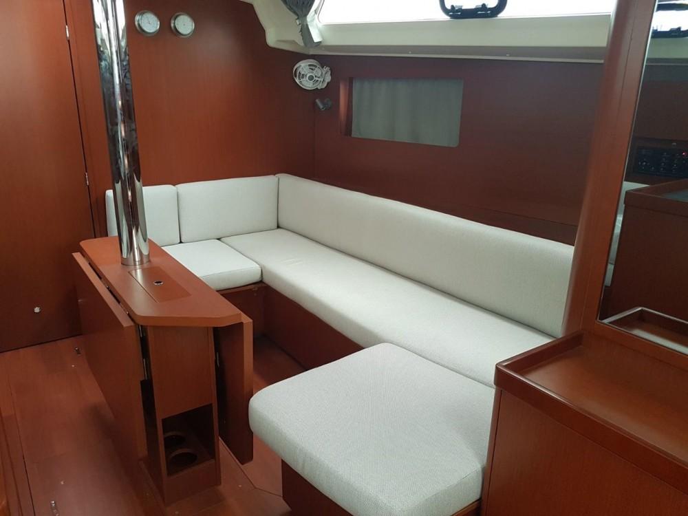Bénéteau Oceanis 41.1 entre particuliers et professionnel à Cannigione