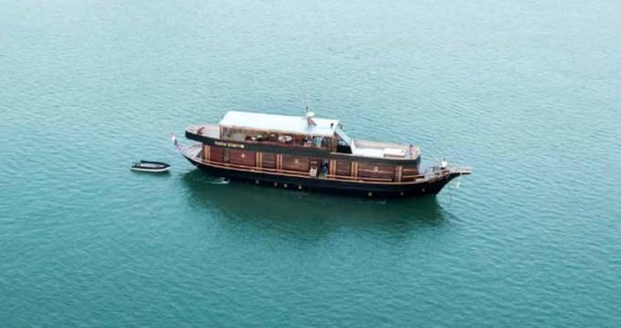 Location bateau  Wooden motor yacht à Phuket sur Samboat