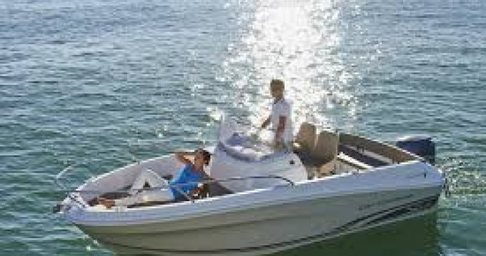 Louer Bateau à moteur avec ou sans skipper Jeanneau à Gustavia