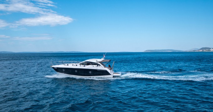 Louer Bateau à moteur avec ou sans skipper Sessa Marine à Podstrana