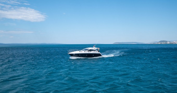 Location Bateau à moteur à Podstrana - Sessa Marine Sessa C35