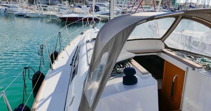 Location bateau San Vincenzo pas cher Sun Odyssey 33i
