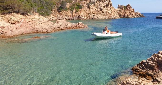 Louer Semi-rigide avec ou sans skipper Motonautica-Vesuviana à Olbia