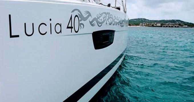 Location bateau Le Marin pas cher Lucia 40