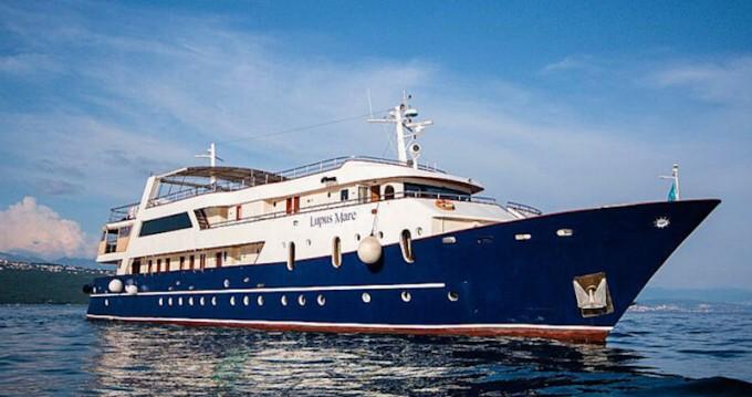 Louez un  Motoryacht à Split