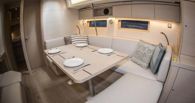 Location bateau Athènes pas cher Oceanis 51.1
