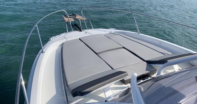 Louer Bateau à moteur avec ou sans skipper Jeanneau à Bastia