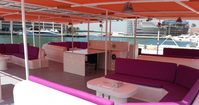 Location bateau CIM YANMAR SD-50 à Dubai sur Samboat
