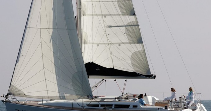 Louez un Jeanneau Sun Odyssey 42i à Álimos