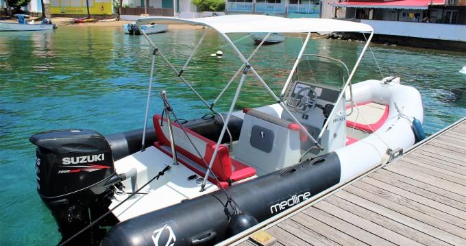 Location bateau Zodiac Medline 580 Color à Basse-Terre sur Samboat