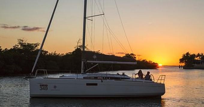 Location bateau Jeanneau Sun Odyssey 349 à Port Grimaud sur Samboat