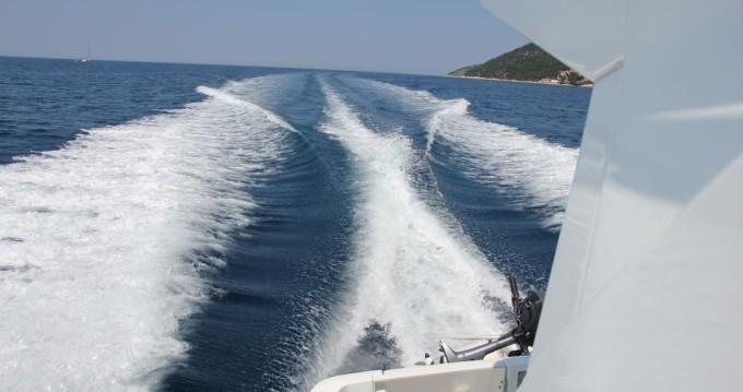 Location bateau Bénéteau Beneteau Antares 30 Fly à Split sur Samboat