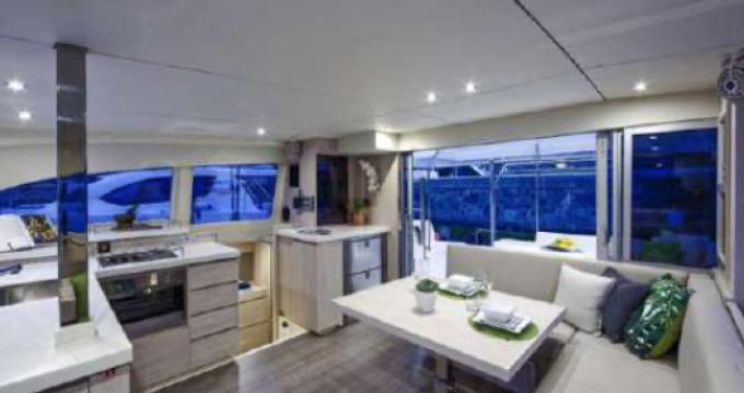 Louer Catamaran avec ou sans skipper Robertson and Caine à Vallauris